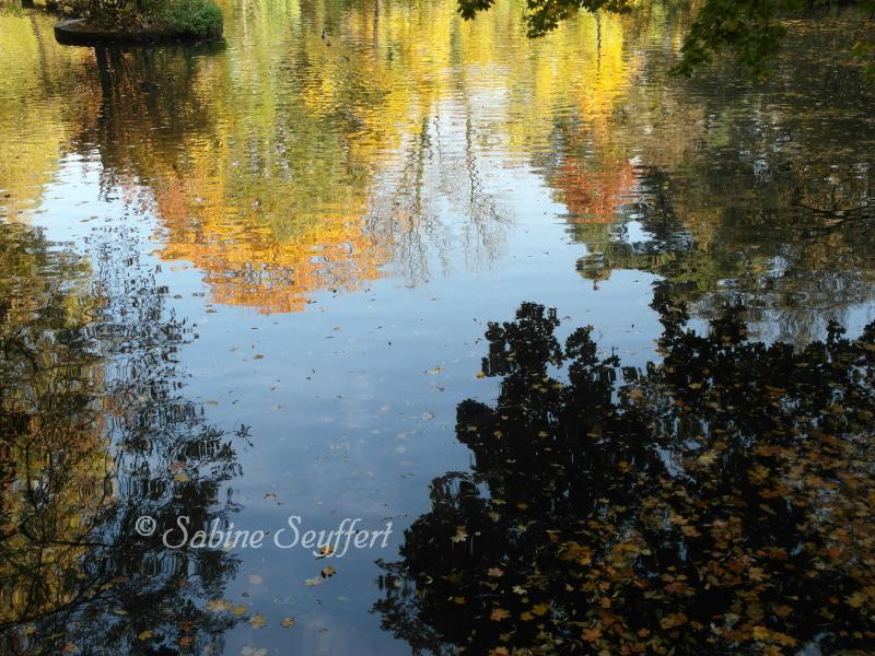 Herbsthimmel Wasser 3