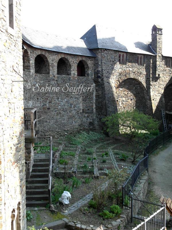 Burg 12