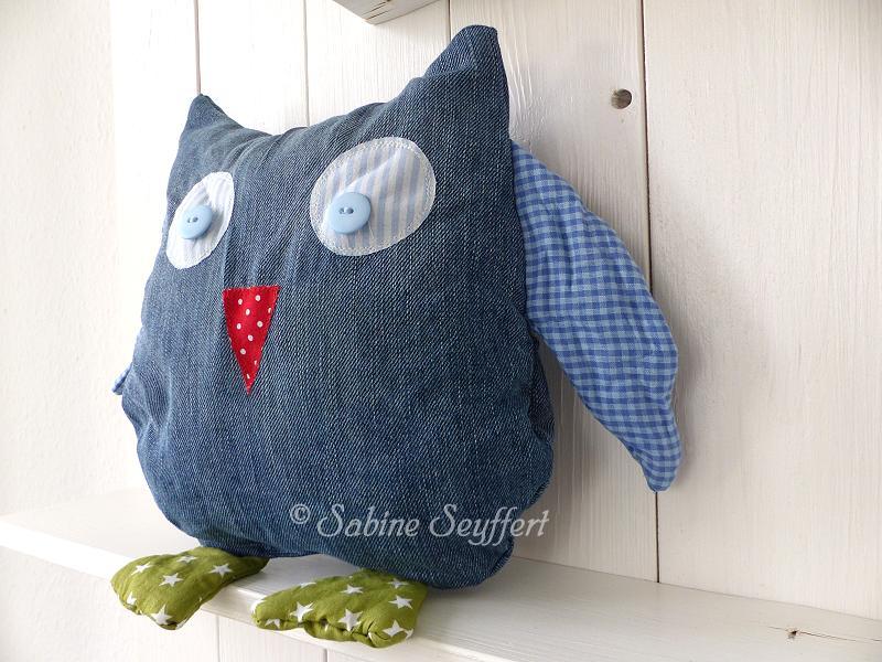 jeans upcycling kuscheliges eulenkissen einfach selbst gemacht blog sabine seyffert. Black Bedroom Furniture Sets. Home Design Ideas