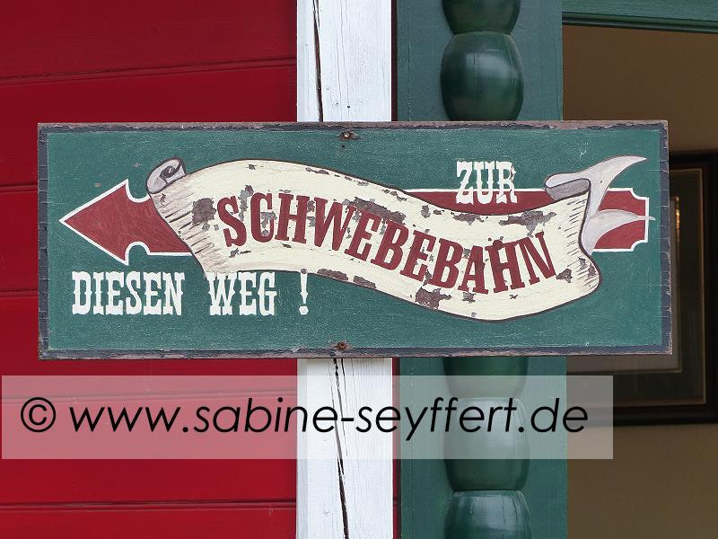 Auflug Schloss Thurn Schwebebahn Schild