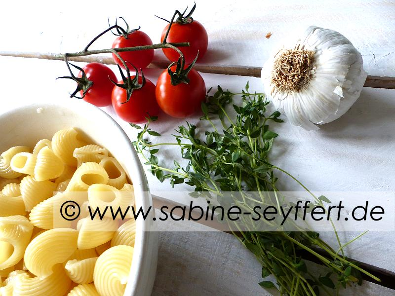 Nudeln Thymian Tomaten Soße 3