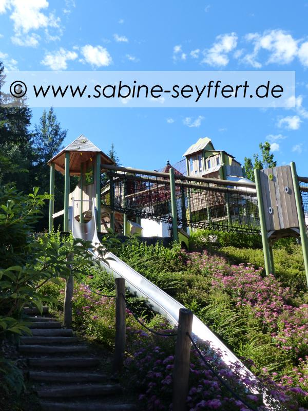 a-panorama-kletterparcours-trampolin